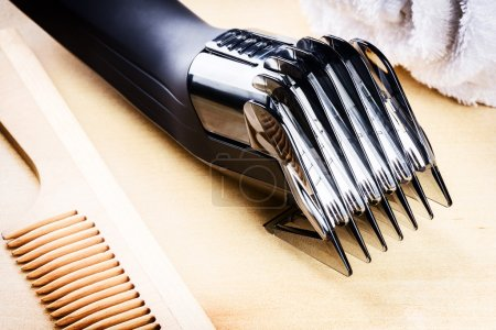 hair clipper and wooden comb