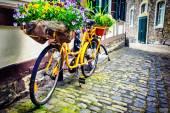 """Постер, картина, фотообои """"Старые ржавые велосипедов с цветами"""""""