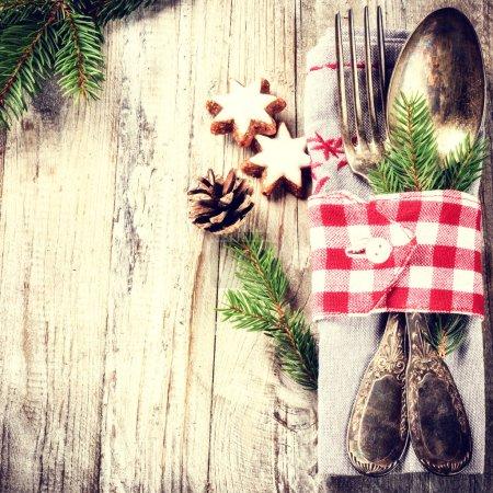 Photo pour Table de Noël dans un style rétro. Espace de copie - image libre de droit