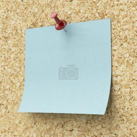 Photo pour Note autocollante bleue blanche épinglée sur une planche de liège. 3d rendu - image libre de droit