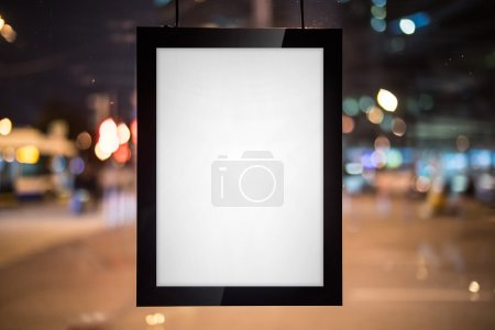 Photo pour Toile noire vierge sur la fenêtre claire - image libre de droit