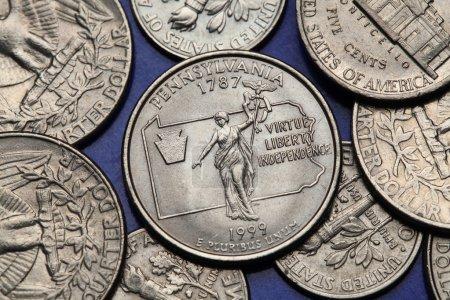 Photo pour Pièces de monnaie des Usa. Statue de Commonwealth à Harrisburg (Pennsylvanie), représenté sur le trimestre nous Pennsylvanie (1999). - image libre de droit