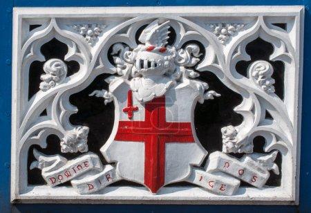 Photo pour Détail de tour pont héraldique de crête de Londres - image libre de droit