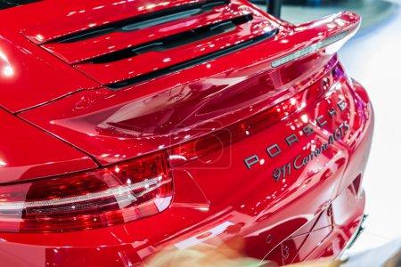 Photo pour Nonthburi, Thaïlande - 26 mars 2015 : Le design arrière de Porsche 911 Carrera 4 GTS, une voiture aux performances exceptionnelles, a présenté en Thaïlande le 36e Salon international de l'automobile de Bangkok le 26 mars 2015 - image libre de droit