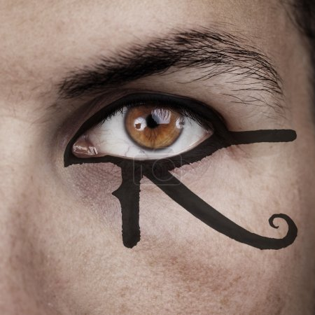 Photo pour Oeil de Horus maquillage - image libre de droit
