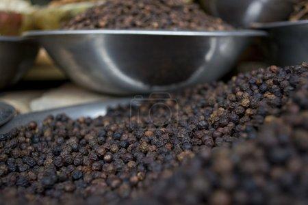 Photo pour Maïs de poivre noir à vendre sur le marché - image libre de droit