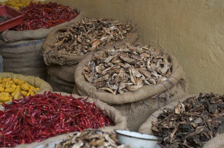 Photo pour Sacs d'aliments séchés sur le marché - image libre de droit