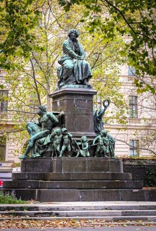 Photo pour Statue de Ludwig van Beethoven à Vienne - image libre de droit