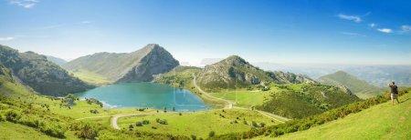 Panorama de l'énol de lac dans les picos de europa, asturias, Espagne