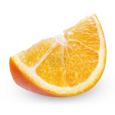 Photo pour Segment d'orange fraîche isolé sur fond blanc, avec un tracé de détourage - image libre de droit