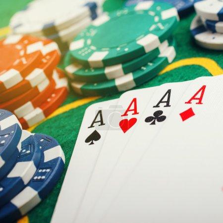 Photo pour Aces Poker quatre sur table de casino vert - image libre de droit