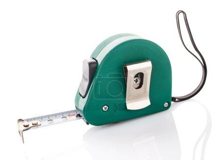 Photo pour Ruban de mesure vert pour roulette outil sur fond blanc - image libre de droit