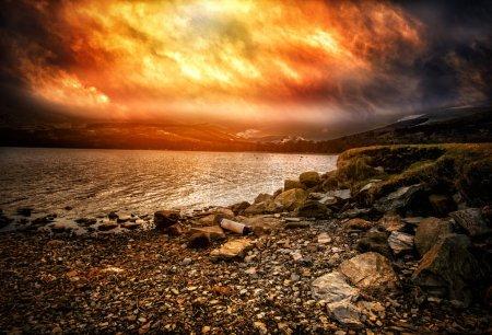 Foto de Una foto de una playa de piedra en lochernhead en Escocia - Imagen libre de derechos