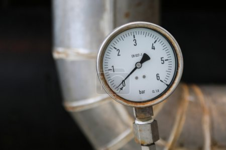 Pressure gauge on oil and gas process for monitored condition. The gauge is one of tools for present or showed condition of process to Operator.