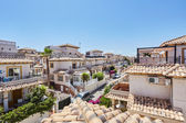Orihuela, Španělsko - 15 červen 2016: byty pro turisty u moře ve Španělsku