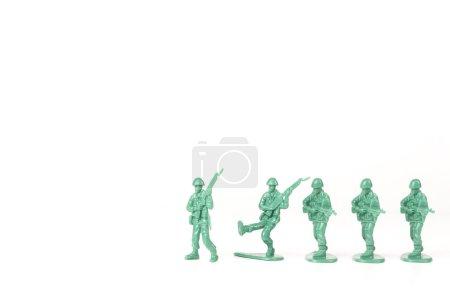 Photo pour Le chef de l'armée verte descend de son pied et d'autres suivent - image libre de droit
