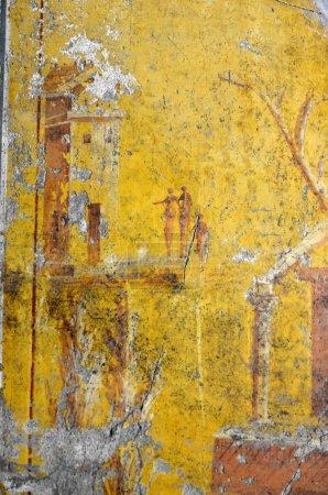 Photo pour Ancienne fresque romaine montrant une famille en ruines. Dans le quatrième style avec des figures allongées - image libre de droit