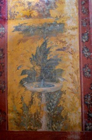 Photo pour Ancienne fresque romaine d'une scène de jardin avec fontaine d'eau, arbustes, arbres et oiseaux - image libre de droit