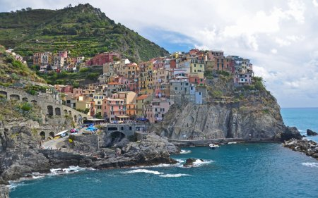 the popular fishing village of Manarola