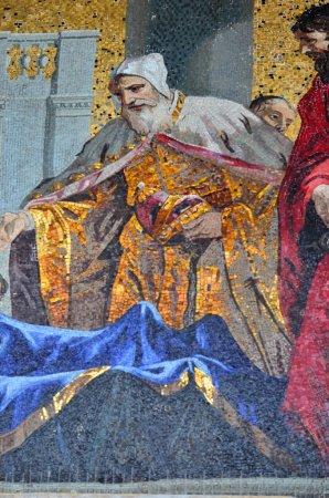 The Doge venerating St Mark's prone body