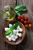 Čerstvé suroviny na salát caprese