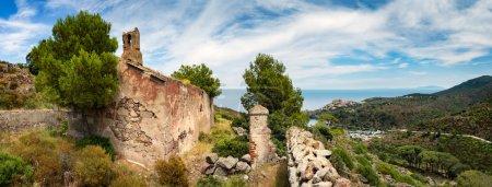 Ancienne église sur la magnifique île de Capraia