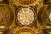 """Постер, картина, фотообои """"золотой купол и интерьер в церкви в Будапеште"""""""