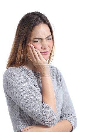 Photo pour Femme souffrant de mal de dents avec la main sur le visage isolé sur un fond blanc - image libre de droit
