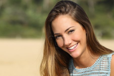 Woman with a white teeth smiling