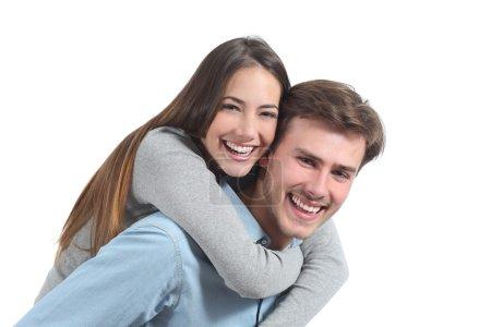 Photo pour Couple drôle riant et regardant la caméra isolé sur un fond blanc - image libre de droit
