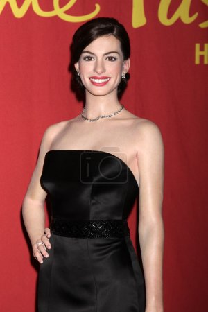 Photo pour Anne Hathaway Wax Figure at the Unveiling of the Anne Hathaway Wax Figure by Madame Tussaud's Wax Museum, TCL Chinese 6 Theaters, Hollywood, CA 27-02-14 - image libre de droit