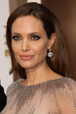 Photo pour Angelina jolie à la 86e academy annuelle awards - arrivals, théâtre de dolby, hollywood, ca 02/03/14 - image libre de droit
