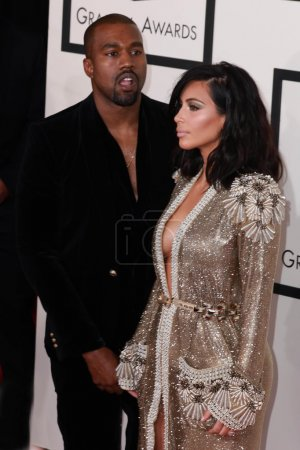 Foto de Kanye West, Kim Kardashian at the 57th Annual GRAMMY Awards Arrivals at a Staples Center on February 8, 2015 in Los Angeles, CA - Imagen libre de derechos