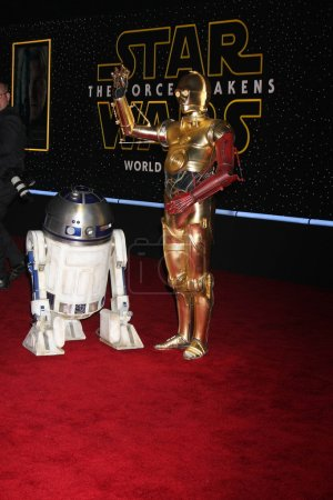 """Photo pour R2-D2, C-3po à la première mondiale de """"Star Wars: The Force Awakens"""", El Capitan, Hollywood, Ca 12-14-15 - image libre de droit"""