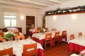 Interiér restaurace v italském stylu