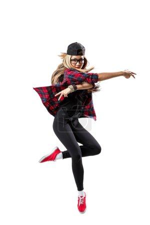 Photo pour Danseuse posant sur fond de studio - image libre de droit
