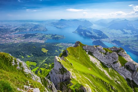 Photo pour Belle vue sur lac, montagne Rigi et Buergerstock de la luzerne de Pilatus, Alpes suisses, Suisse centrale - image libre de droit