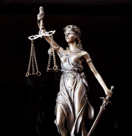 Photo pour Statue de la justice - image libre de droit