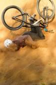 """Постер, картина, фотообои """"Байкер падает с его велосипед для песка"""""""