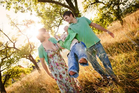 Photo pour Happy and young family relaxing and having fun together in summer nature - image libre de droit