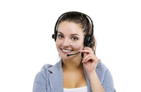 Photo pour Femme préposée au service à la clientèle, opérateur souriant du centre d'appels avec casque téléphonique, isolée sur fond blanc - image libre de droit
