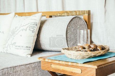 Almohada en la decoración del sofá