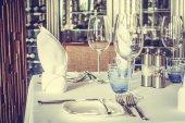 Tabulka nastavení v hotelové restauraci