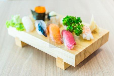 Photo pour Point de mise au point sélective nourriture japonaise - photos de style effet soft - sushi sashimi - image libre de droit