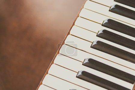 Photo pour Point de mise au point sélectif sur les vieilles touches de piano vintage - effet filtre vintage - image libre de droit