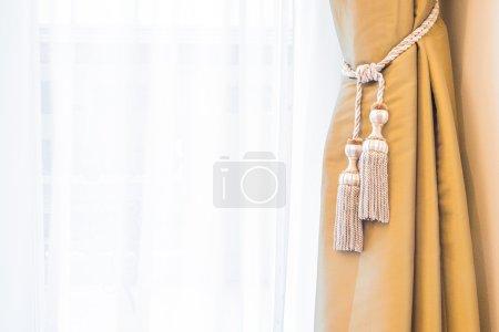 Photo pour Décoration de rideau de fenêtre dans la chambre intérieure - image libre de droit
