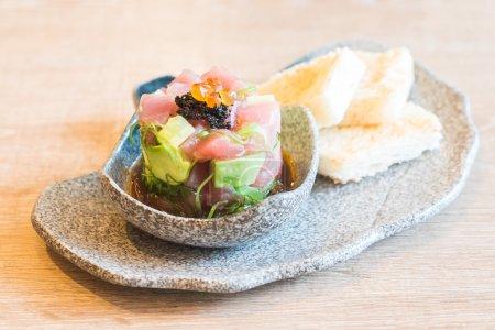 tuna sashimi with avocado