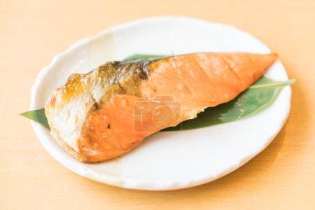 Photo pour Filet de saumon grillé cuisine de style japonais, point AF sélectif - image libre de droit