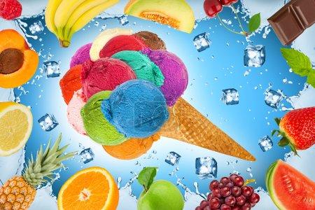 Photo pour Concept de crème glacée avec glaçons et fruits - image libre de droit