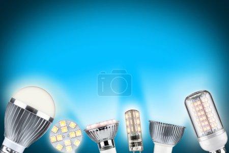Photo pour Rangée de différents types d'ampoules lumineuses - image libre de droit